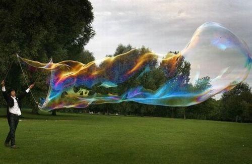Самые большие мыльные пузыри в мире